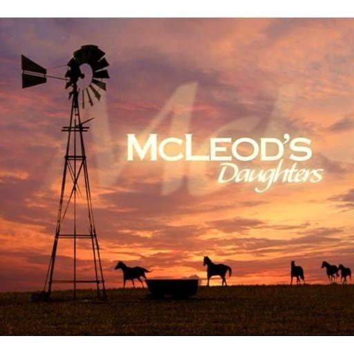 Een stoffige Australische veehouderij(Drover's Run), rondrennend vee… en jonge, stoere en sympathieke meiden met grote cowboyhoeden onder een hemelsblauw lucht: dát is McLeod's daughters in vogelvlucht. In McLeod's draait alles primair om verschillende vrouwen die op het Australische platteland (de 'outback') hun levens leiden. Dat zijn dus veel paarden, veel zon, veel stof, uitgestrekte vlaktes en natuurlijk een flinke dosis liefde en intrige. UITGEBRACHT OP DVD: 2006 (totaal 8 seizoenen!)