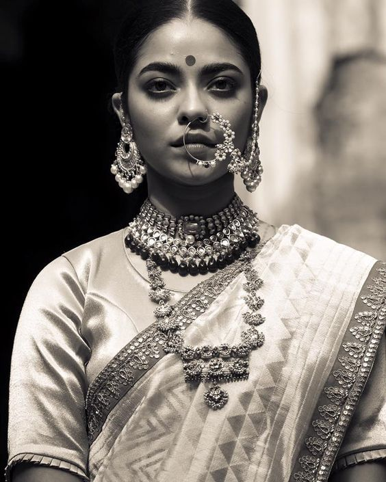 This black and white shot of the bride in classic temple jewellery is so stunning.