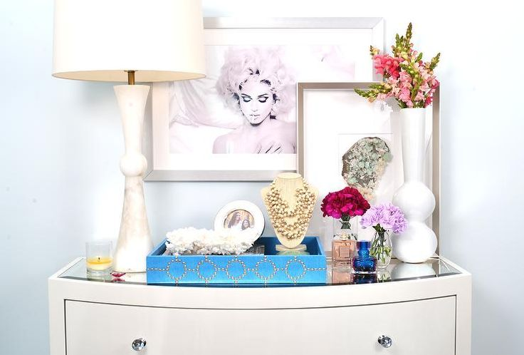 organize top of dresser in girls 39 bedroom with tray add mirror to top of dresser bedroom. Black Bedroom Furniture Sets. Home Design Ideas