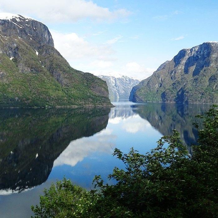 LIFJORD - eine Serie über ein ungesühntes Verbrechen und den langen Schatten der Vergangenheit. Norwegens Fjorde entdecken auf femundo.de