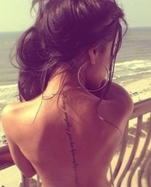 Tatuajes femeninos para la columna vertebral