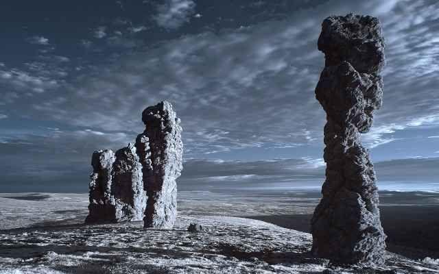 Каменные столбы на плато Маньпупунёр республика Коми