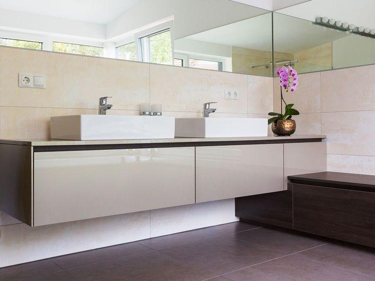 Individuell und maßgenau - #Badezimmer von krumhuber.design -  material: champagner met. eiche tabacco
