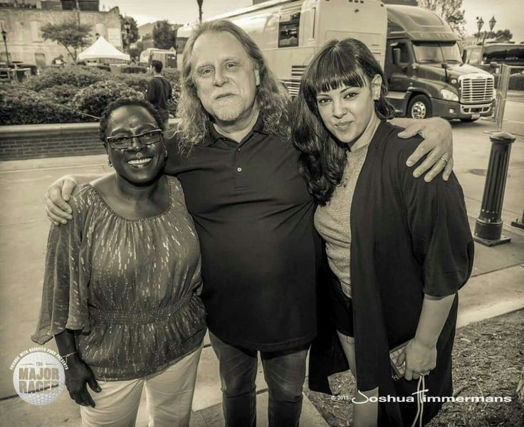 Warren with Alicia Chakour and Sharon Jones on the Wheels of Soul tour 2016. Sharon passed in Nov 2016. So glad we got to see her!