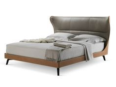 Tanned leather double bed MAMY BLUE BED by Poltrona Frau | design Roberto Lazzeroni