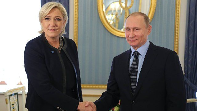 Το Κουτσαβάκι: Ο Πούτιν συναντήθηκε με την  Marine Le Pen