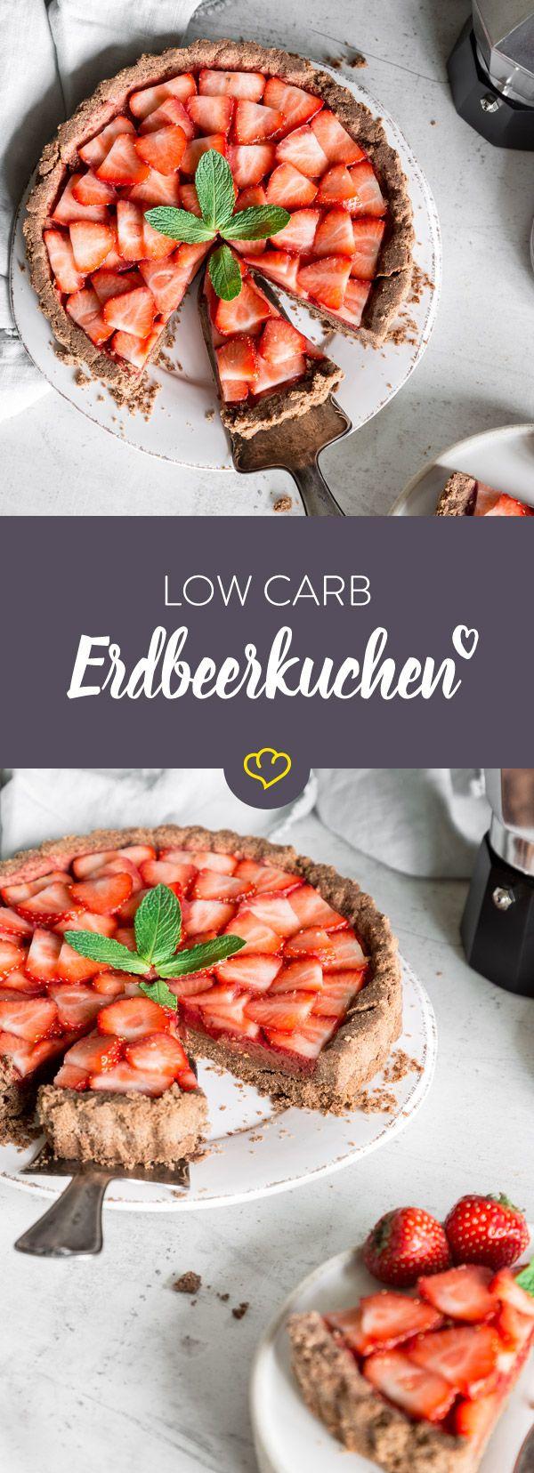u liebst Erdbeerkuchen, willst aber Kohlenhydrate sparen? Dieser Low-Carb-Kuchen läutet mit einer fruchtigen Erdbeerfüllung den Frühling ein.