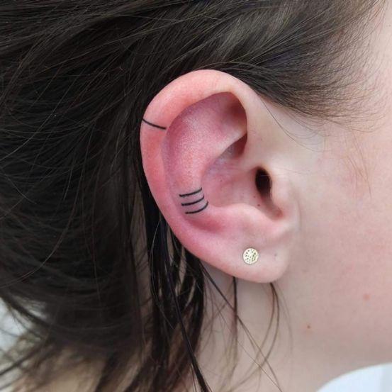 Wil jij een nieuwe tattoo, maar twijfel je nog over de plaats? Dan hebben wij een leuk ideetje voor jullie. Een helixtattoo, een tatoeage op het randje van je oor, is momenteel helemaal in. Wij zijn alvast fan, want je kan volledig zelf kiezen wanneer je hem laat zien.