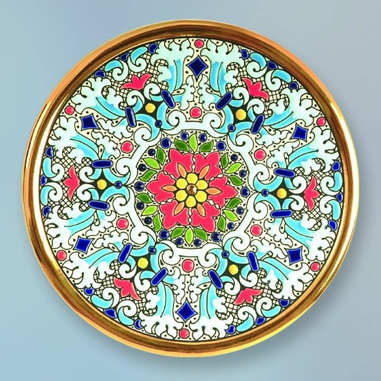 Decorative Plate 17 cms. Handmade in Sevilla.  Isbiliya (Al-Ándalus). Enamels and 24K gold www.madeinandalusia.es