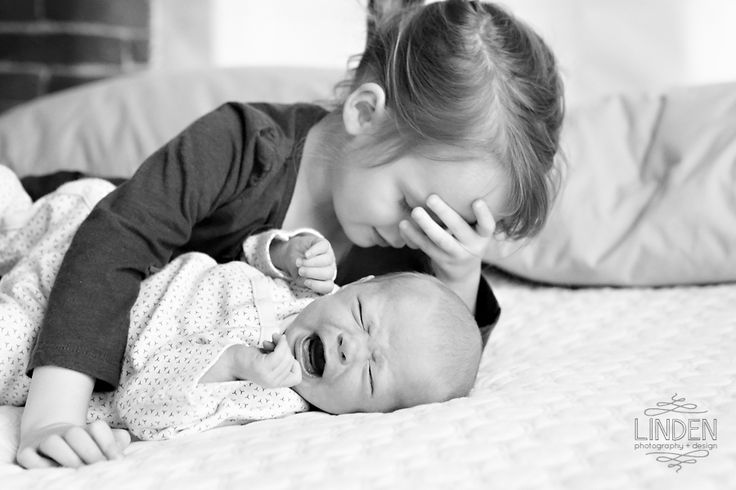 Funny Big Sister and Baby Sister Photo | Siblings | Newborn Baby Photography | Linden Photography + Design
