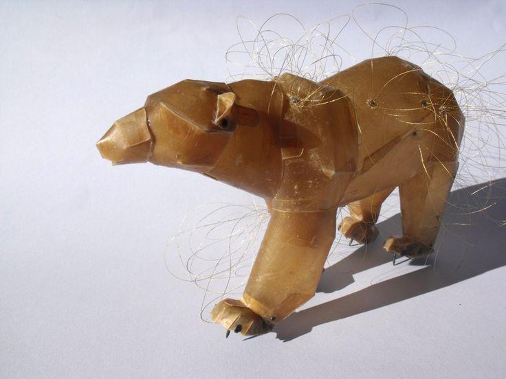 Eunmi Chun -  Cette  artiste coréenne a reçu le Prix Herbert-Hoffmann en 2009 , lors de l'exposition «Schmuck» de Munich. Elle utilise des matériaux peu conventionnels, comme les peaux d'animaux, le parchemin ou les cheveux - Espace Solidor collection permanente -