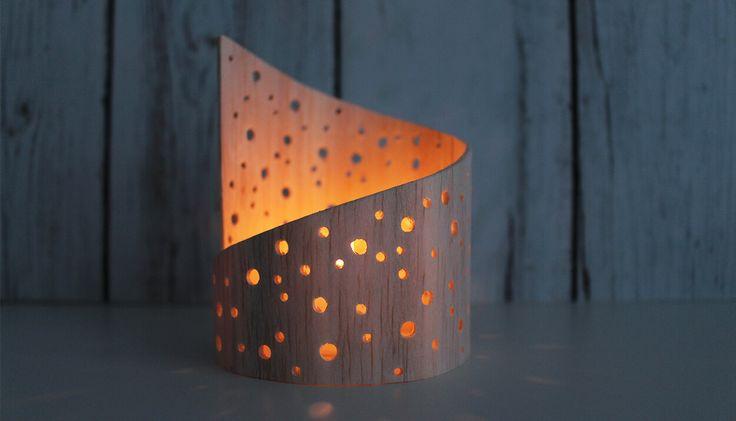 DIY: Dani von Gingered Things zeigt dir wie du aus Balsaholz ein ganz tolles Lichtspiel basteln kannst. Hier geht es zur Anleitung.