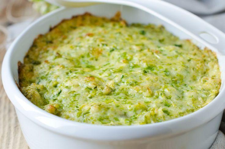 Lo sformato di riso alle zucchine è un'alternativa al classico sformato di riso arricchito dal sapore delle zucchine e da un'anima filante. Ecco la ricetta