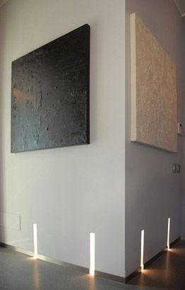 Casa Privata (Milano) Arch. Andrea Castrignano - Progetti di illuminazione residenziale - Buzzi & Buzzi Lighting Design Wall art for the hallway