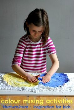 Color mixing activities : hands-on learning with sensory play - fun shaving foam sensory play idea!