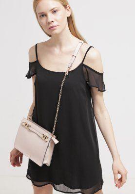 Korte jurken New Look Korte jurk - black Zwart: 16,95 € Bij Zalando (op 15/11/15). Gratis verzending & retournering, geen minimum bestelwaarde en 100 dagen retourrecht!