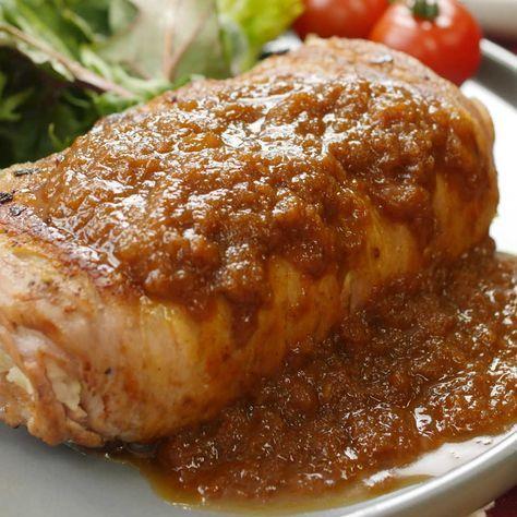 マッシュポテトを豚バラでまきまき♩新じゃがいもを使った肉巻きステーキをご紹介!なめらかジューシーなマッシュステーキの中には、とろ〜りチーズがたっぷり!カロリーはちょっと高めだけど、たまにはいいよね…!?