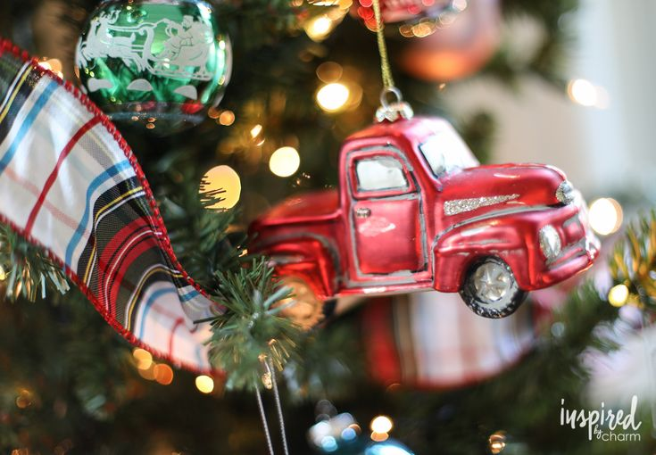 Tuesday Tunes / 16 - Classic Christmas - A holiday playlist with classic Christmas songs from the past.