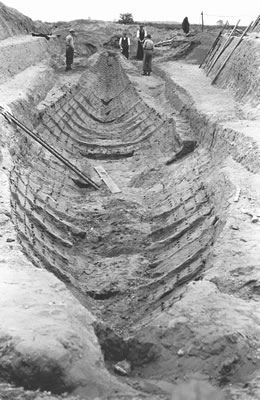 Mound 1 excavated, showing imprint of burial ship, Sutton Hoo, 1939.