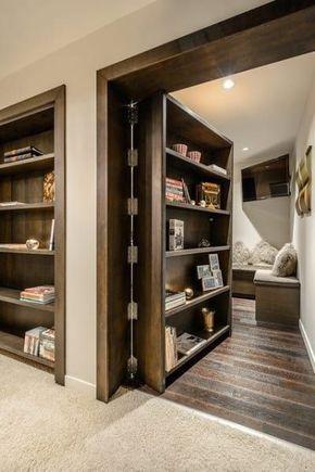 Manchmal ist es so einfach wie ein Bücherregal an eine Tür anbringen.