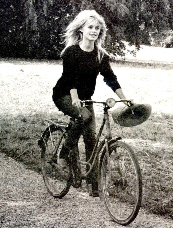 "Brigitte Bardot dans "" Vie Privée "" (photo de Raymond Depardon) – #Bardot #Brig…"