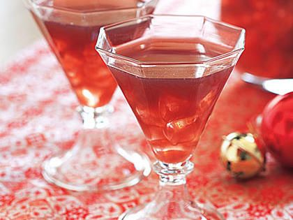 Sparkling Breakfast Punch | Combining the juices ahead of time allows the flavors to blend. Adding the ginger ale and club sode at the end ensures that the drink keeps its fun, fizzy bubble.