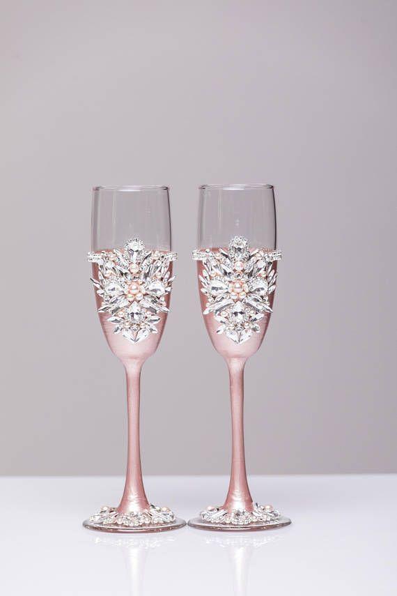 Champagne glasses cake knives Engraved Champagne flutes Cake cutter set Wedding set of 4 Personalized Wedding flutes and Cake Server Set