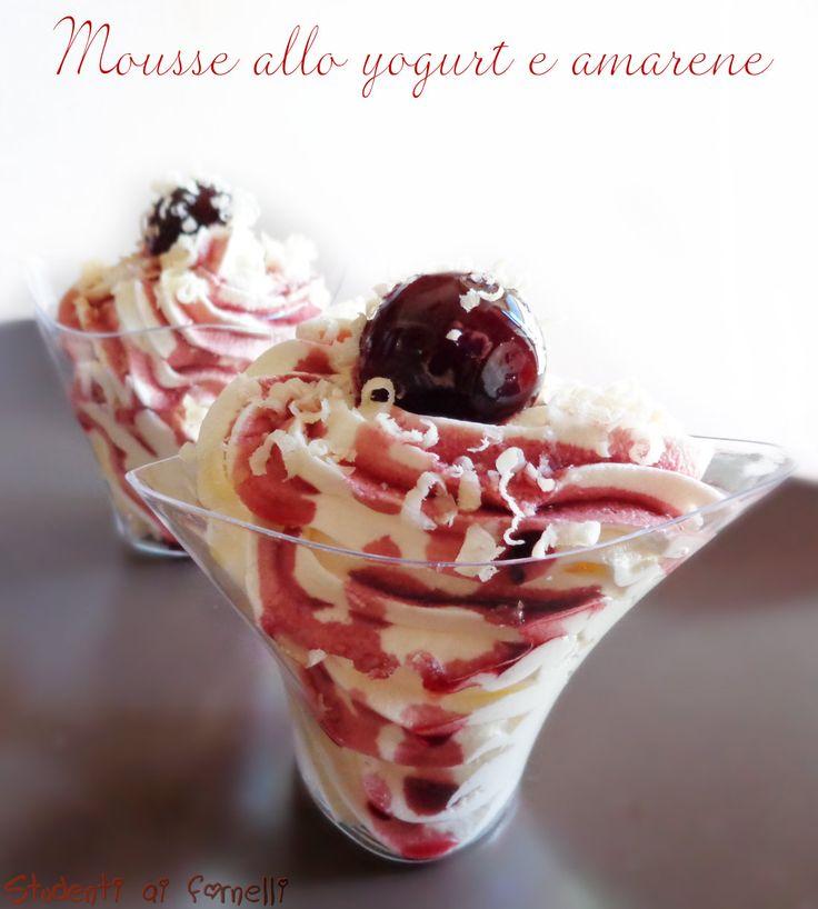 mousse allo yogurt e amarene con panna ricetta dessert goloso estivo