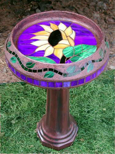 stained glass birdbath: Mine Mosaics, Sunflowers Pedestal, Birds Houses, Mosaics Birdbaths, Yellow Sunflowers, Bird Baths, Stained Glasses Birdbaths, Birds Bath, Bath Yellow