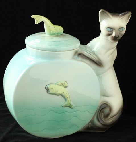 Siamese Cat and Fish Bowl. Vintage Cookie Jar (Royal Haeger).