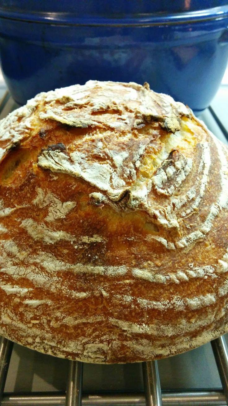 """Chleb biały całonocny:  (przepis pochodzi z książki """"Mąka woda drożdże sól"""")"""