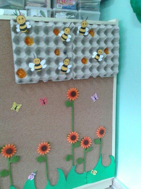 Rincón primaveral mural reciclado para el comienzo de la primavera