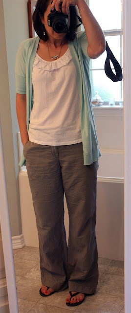 This would be my perfect grocery shopping outfit. Comfortable and fresh.