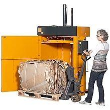 Bramidan B5 W Baler #recycling #cardboardbaler #stockroombaler #reducereuserecycle #baler