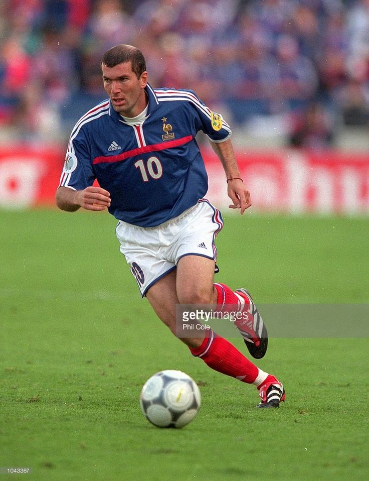 1043367-jun-2000-zinedine-zidane-of-france-in-action-gettyimages.jpg (786×1024)