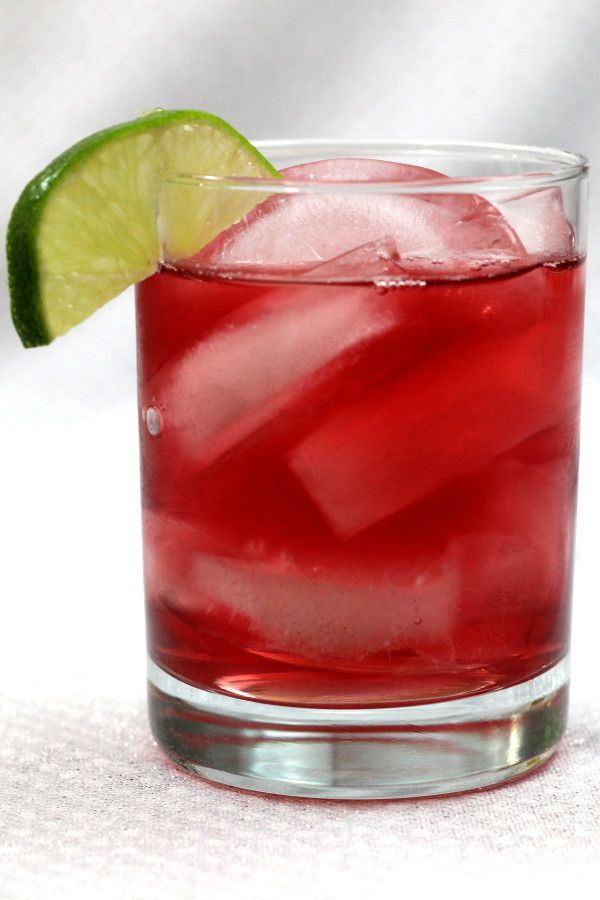 The Cranberry Gin cocktail is one of those amazingly simple drink recipes that bartenders have never heard of. It's a wonderful drink that's refreshing and so easy to make. #gindrinks