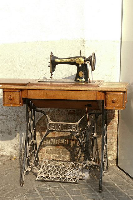 Singer sewing machine. My gran used one of these. It could even sew leather!