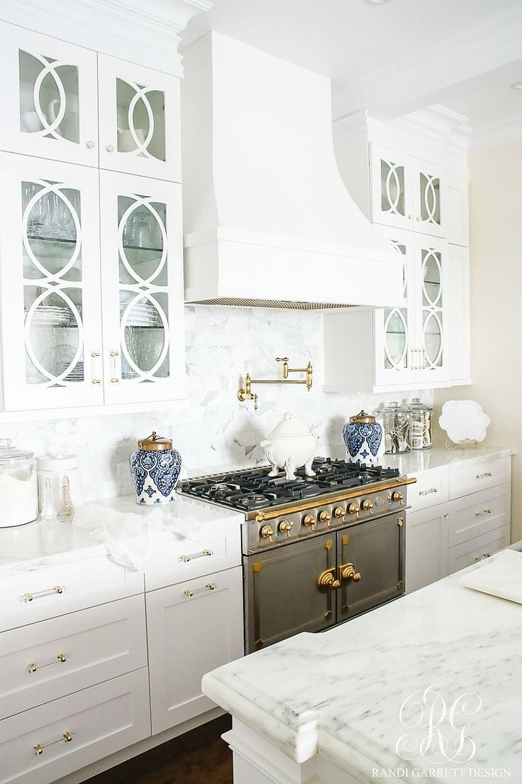 White kitchen with marble countertops, craftsman cabinets, La Cornue Fe range, white hydrangea. 30 Tips for Summer Decorating - Simple Tips to style your Home for Summer