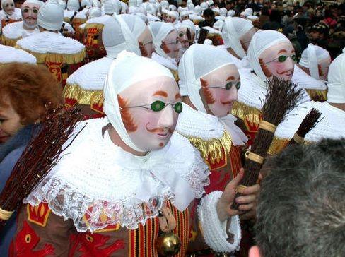 Le Carnaval de Binche est un patrimoine vivant exceptionnel, un événement populaire, humain et social hors du commun. Il a d'ailleurs été reconnu Patrimoine Oral et Immatériel de l'Humanité par l'UNESCO en 2003.