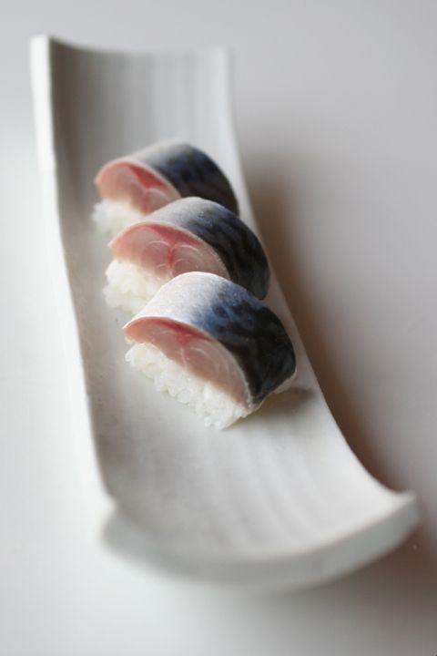 Japanese Food Sabazushi, Lightly Pickled Mackerel Sushi|さば寿司。昔は〆サバは食べれませんでしたが、今では私の大好物となりました。安価で美味しいネタです。