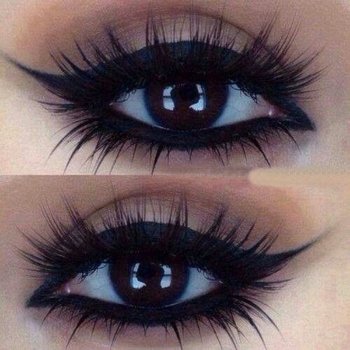 False Lashes make all the difference! Here you see thick, wispy lashes on top AND bottom to make the eyes look extra dramatic and lush.