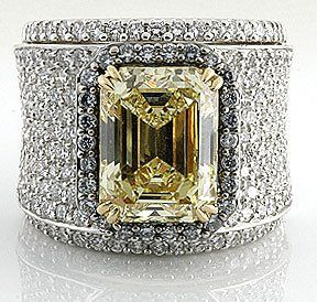 Yellow Diamond Ring http://aguidetowhatsinsideyourbeautybag.blogspot.com/2013/12/not-your-mothers-clean-freak.html♥•♥•♥
