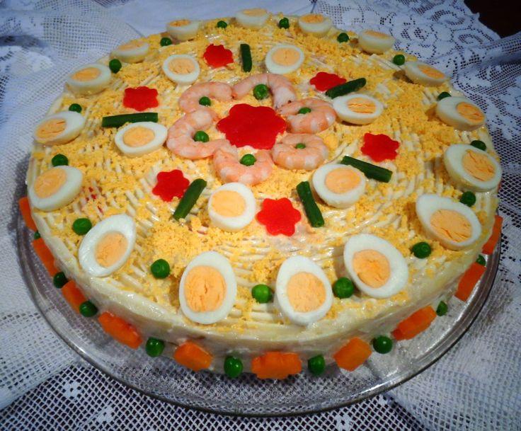 Hoy os dejo la receta de esta deliciosa tarta, es perfecta para compartir con la familia y amigos, se puede hacer con antelación,  mete...
