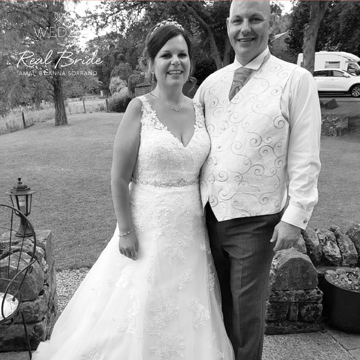 Stunning real bride Lindsay looks amazing in 'Amal' by Anna Sorrano <3 Please share your photos with us by emailing info@wed2b.co.uk <3