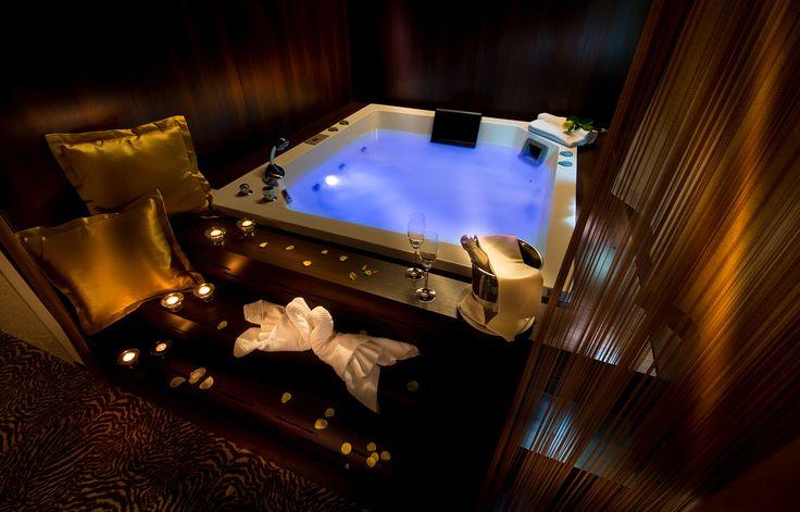 Soba Suita sa whirlpoolom - u sobi se nalazi whirlpool,  hotel Rimski dvor. #travelboutique #Slovenia #Rimsketerme #putovanje #odmor #relaksacija