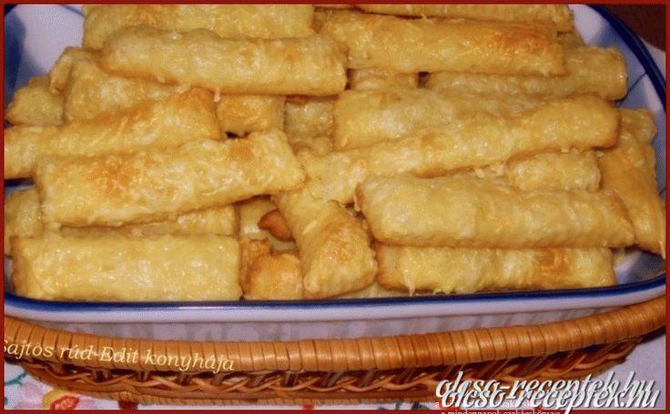 Hozzávalók: A tésztához: 30 dkg liszt 25 dkg margarin 1 db 175 gr-os tejföl pici só Kenéshez: 1 tojás Tetejére: reszelt sajt Elkészítése: A tészta hozzával