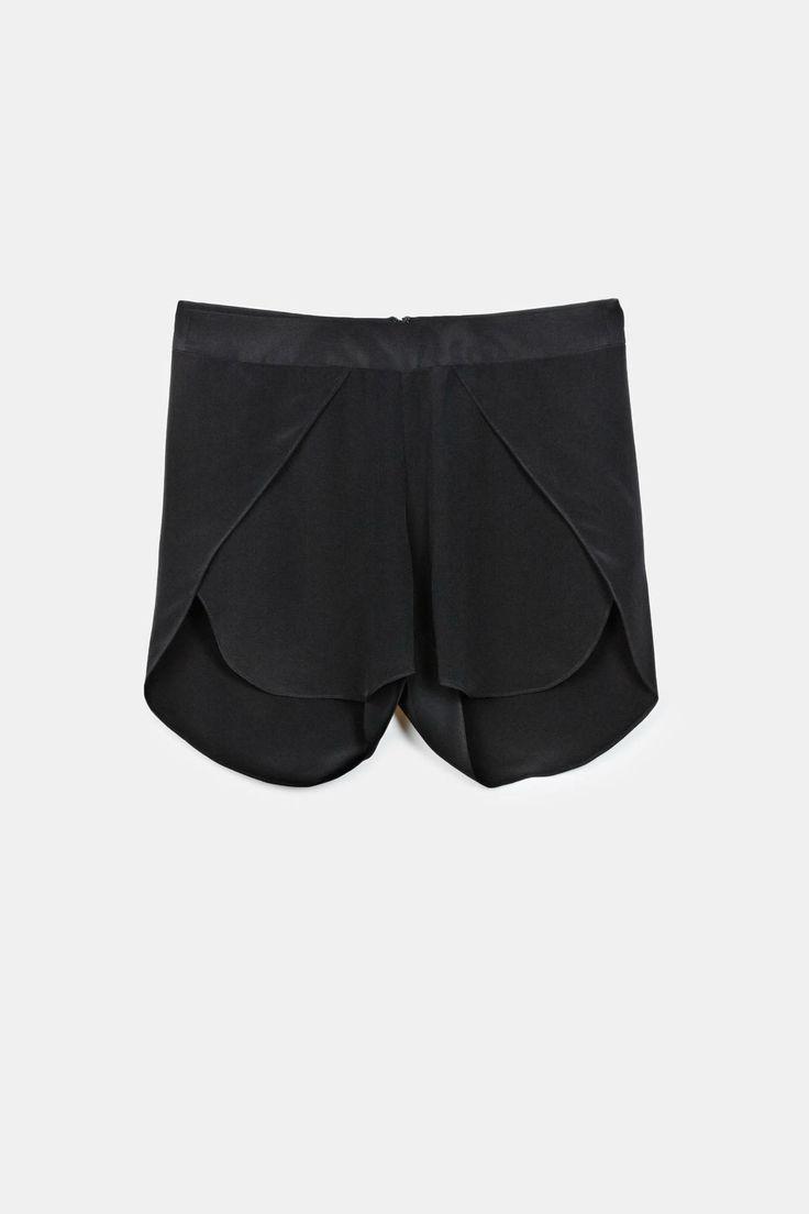 Toteme — Amarante Shorts Black — THE LINE