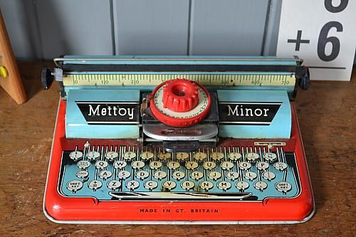 Vintage  tin toy Typewriter made by Mettoy Minor (Made in Great Britain) and dates to the 1950's. In lovely condition. This is a classic piece and an example of this can be seen in the V&A.