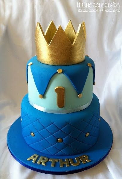 Blue Birthday cake perfect for a royal prince party.