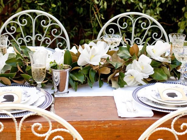 Make a Magnolia Centerpiece That Almost Looks Real >> http://blog.diynetwork.com/maderemade/2013/12/17/10-handmade-flowers-that-almost-look-real?soc=pinterestOutdoor Wedding, Magnolias Centerpieces, Paper Garlands, Paper Magnolias, Crepes Paper, Flower Centerpieces, Paper Flower, Magnolias Garlands, Garlands Centerpieces